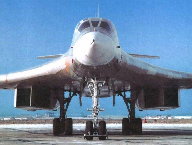 Новый Ту-160.  Собран из двух недостроенных.